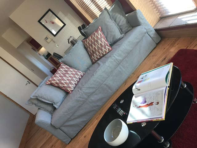West of the city 2 bed apartment sleeps 6/7 guests - Dublin - Hotellipalvelut tarjoava huoneisto