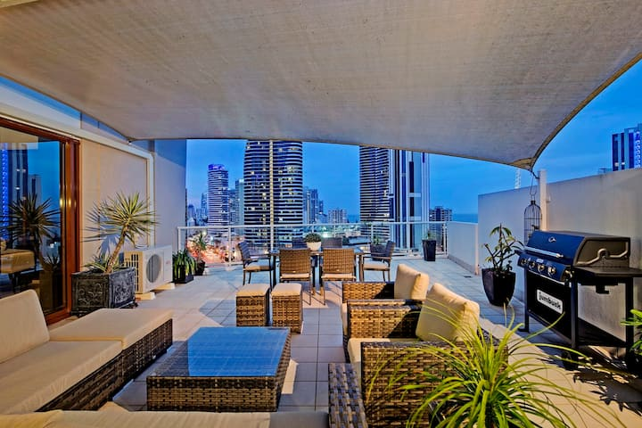 AMAZING 3 Bed Penthouse with Spa Bath, in the heart of Broadbeach