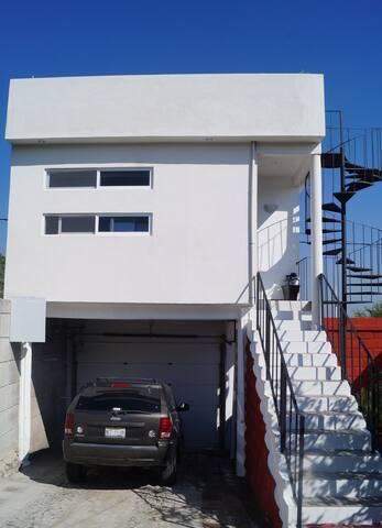 Zona Tolteca-estacionamiento-terraza y estancia