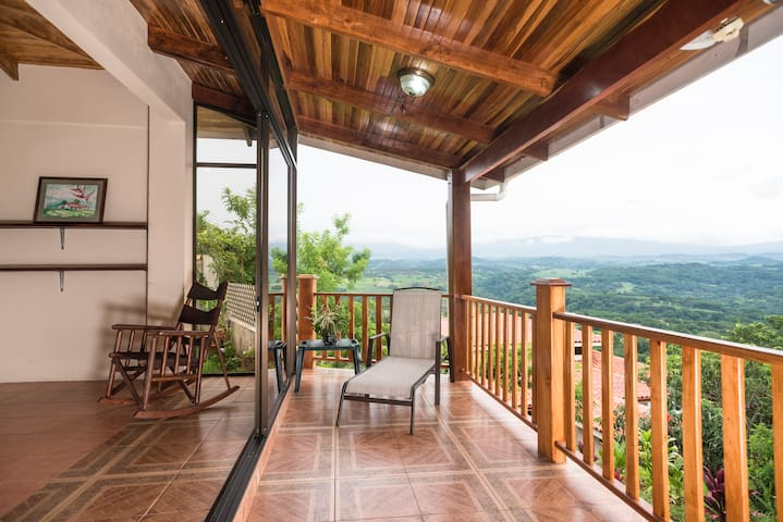 Beautiful Cottage Great Views of Valley, Volcanoes - Atenas - Casa