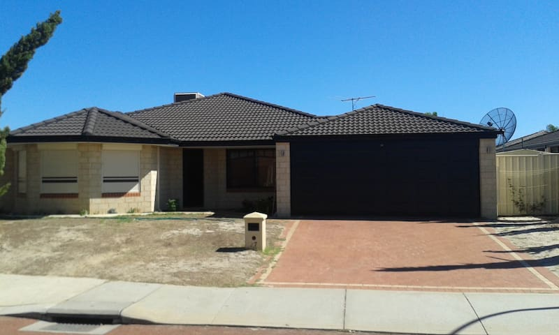 Large Bright Room - Canning Vale - House