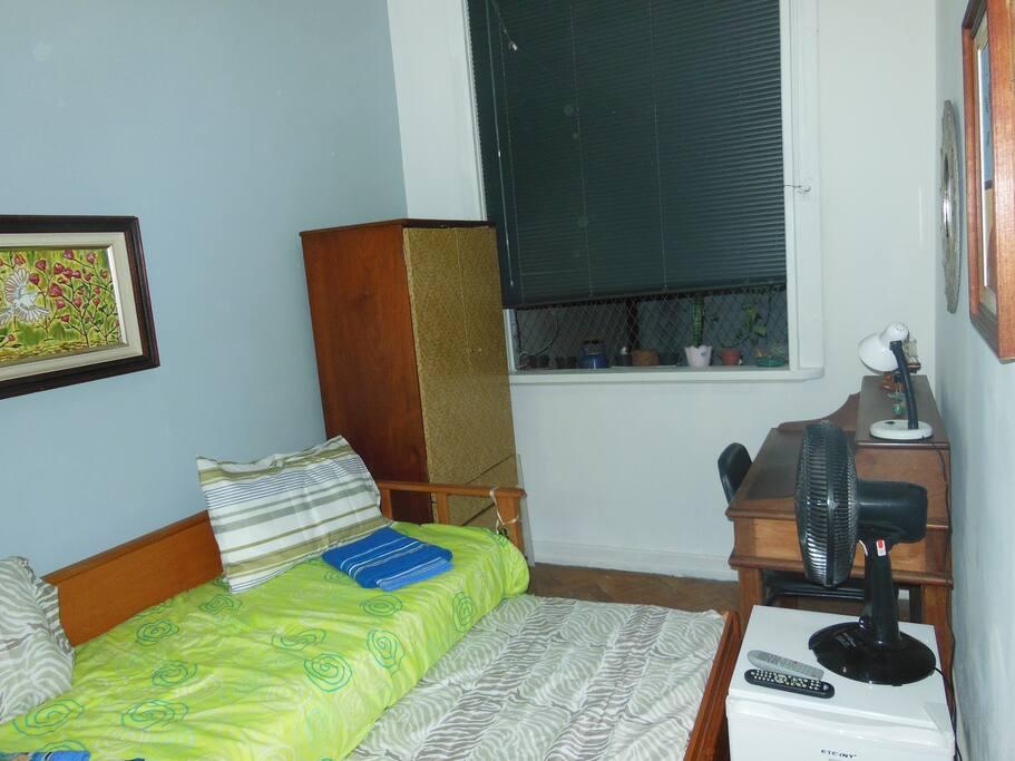 frigobar ventilador mesa para estudo com espelho acima