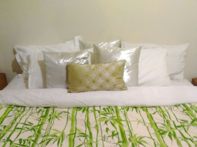 Relaxed cosy room, sleeps 2 with FREE WIFI. - Flinders Park - Huis