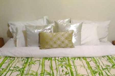 Relaxed cosy room, sleeps 2. - Flinders Park - Hus