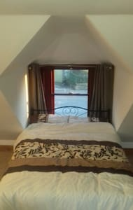 Double room sleeps 4 in detached seaside cottage