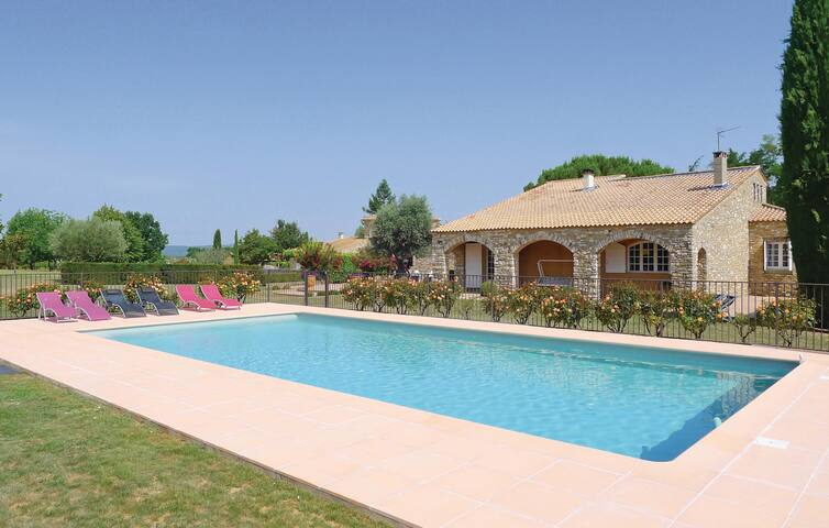 Holiday cottage with 5 bedrooms on 280 m² in Saint-Siffret