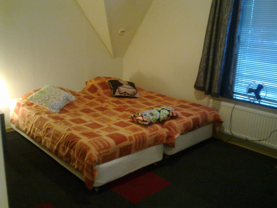 9 super clean rooms,  Wifi, private sink, TV, central heating.