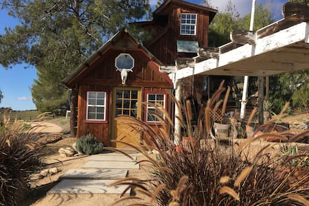 ~Coyote Ridge Tiny House~ - Paso Robles - Hytte