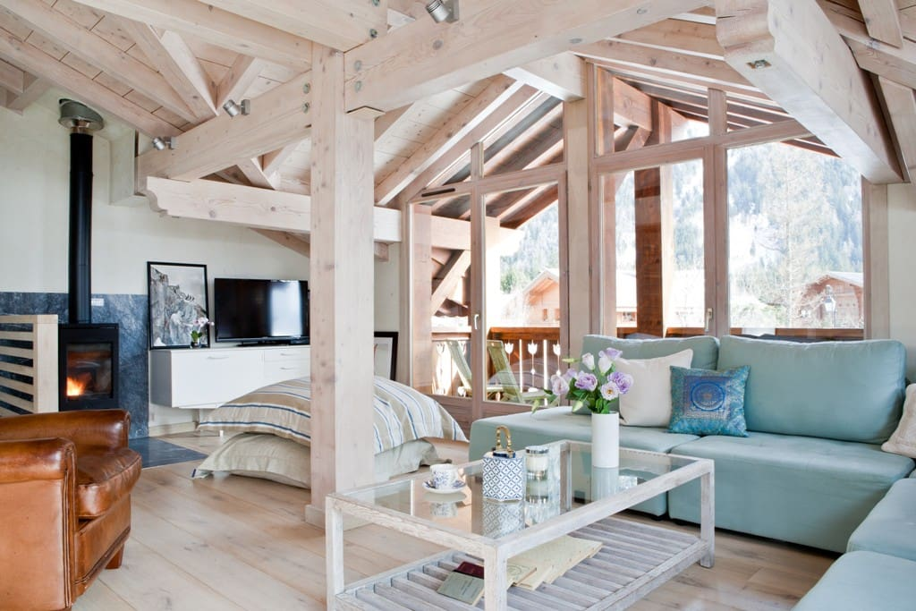 Light and bright with floor to ceiling windows