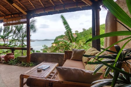 Albie Apartment on Gerupuk Beach, Lombok!