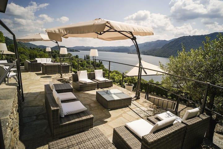 Villa Terrazza sul Lago, enchanting villa with lake view
