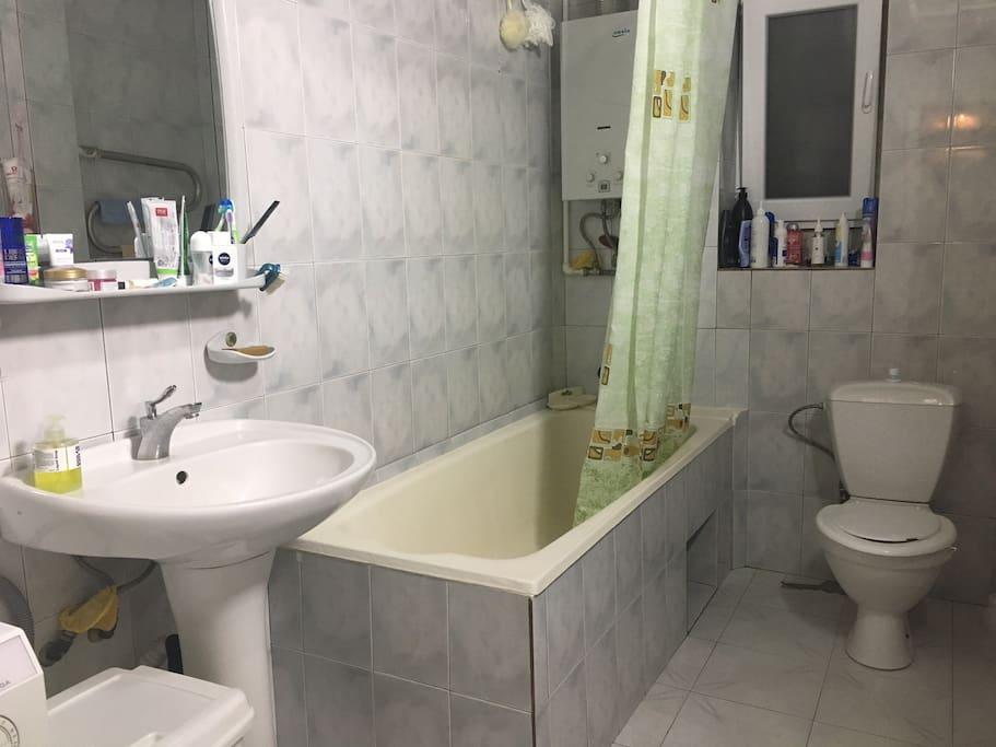 Ванная комната с общим санузлом,так же имеется санузел на втором этаже дома