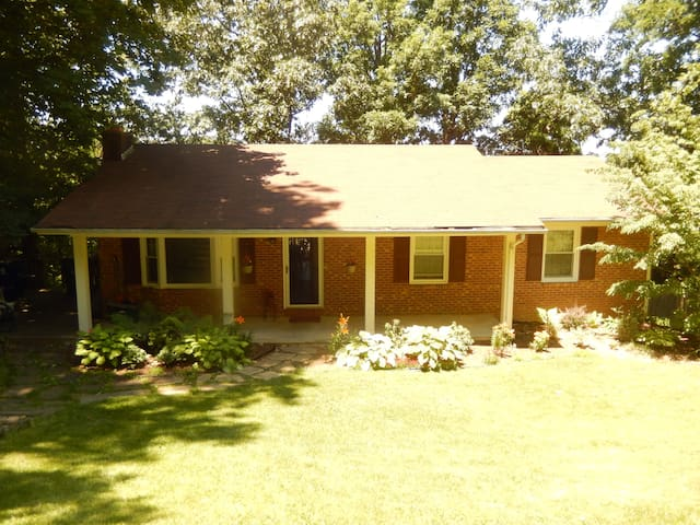 Great Blacksburg Location! Near VT, Space to Relax