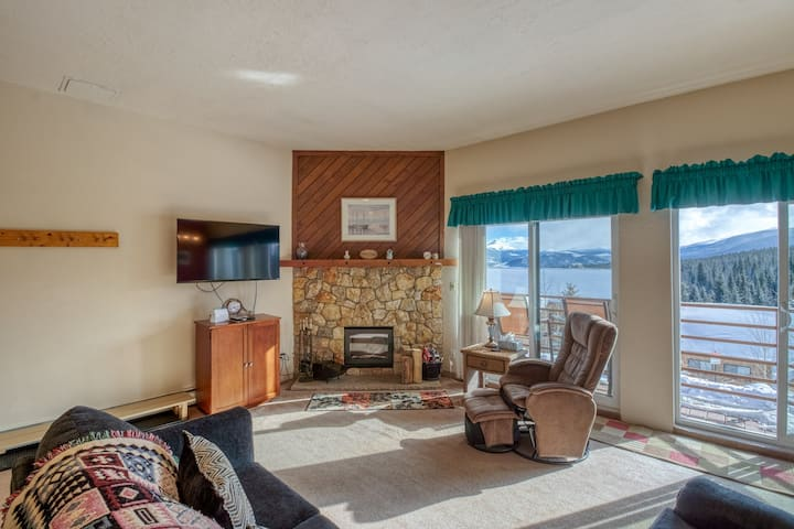 Homey condo with shared pool, hot tub, and sauna - easy access to ski resorts