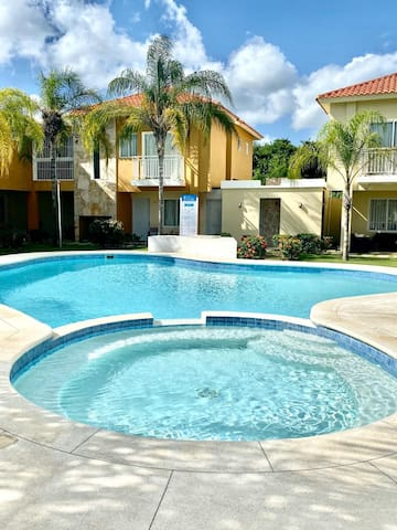 Relaxing 2 Bedroom Fully Furnished Pool and Beach