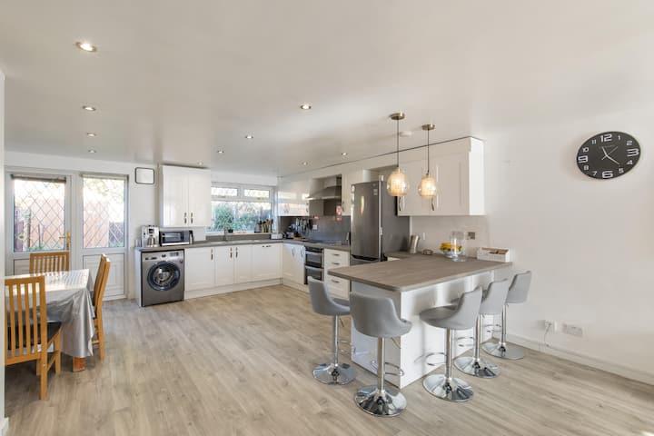 Modern 3 bedroom house in Sydenham