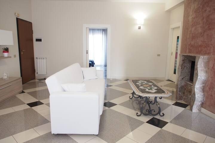 """""""Gess Home"""" - Spazioso attico con vista Etna/Mare"""