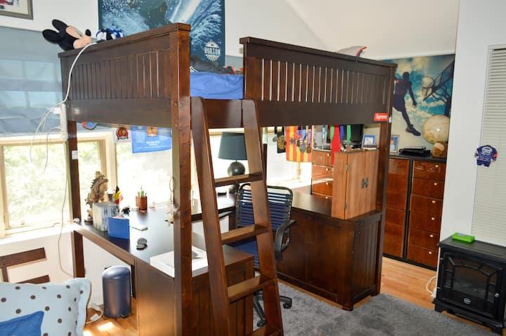 Private Bedroom/ Lincoln Park/Daniel's room