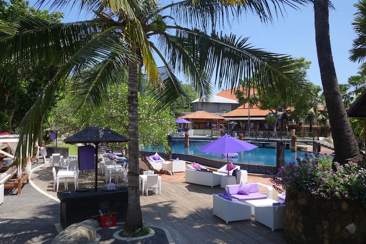 Cozy beach club in walking distance with free pool, free sunbeds (to use facilities can buy just a drink)