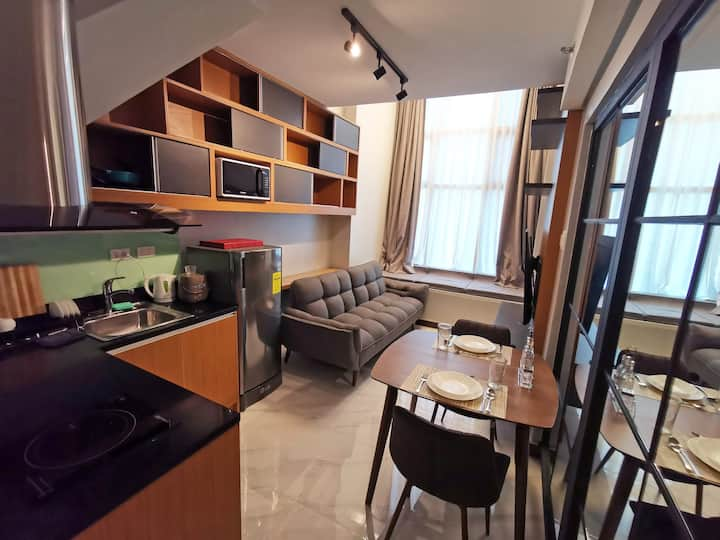 New Loft @ Ortigas + 30mbps net, Netflix, Parking