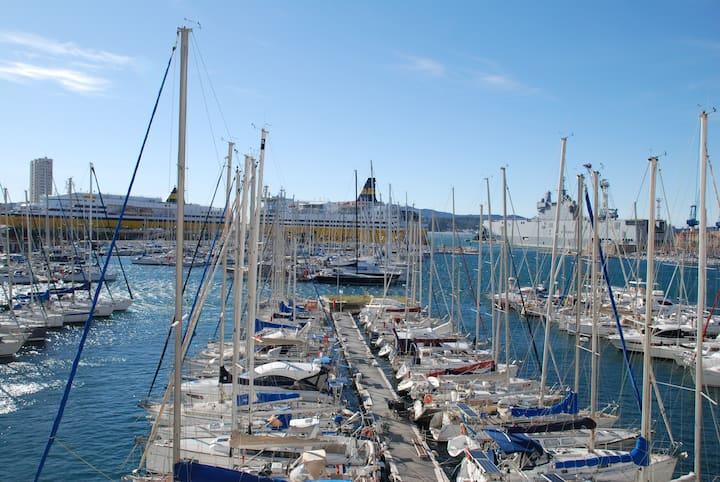 Joli T1, vue mer sur le port de Toulon
