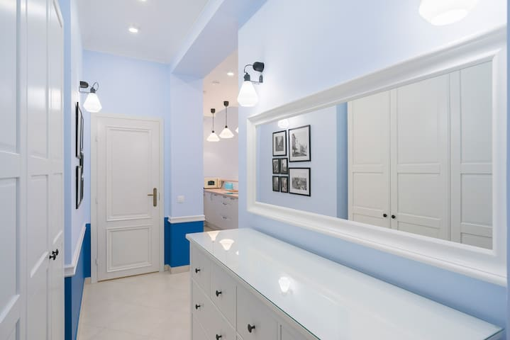 Modern studio in a fully renovated, detached mansion