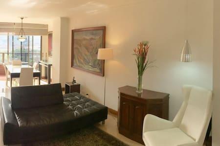Beautiful and Practical Apartment in El Poblado! - Medellín - Huoneisto
