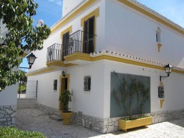 Preciosa casa unifamiliar, primera linea de playa