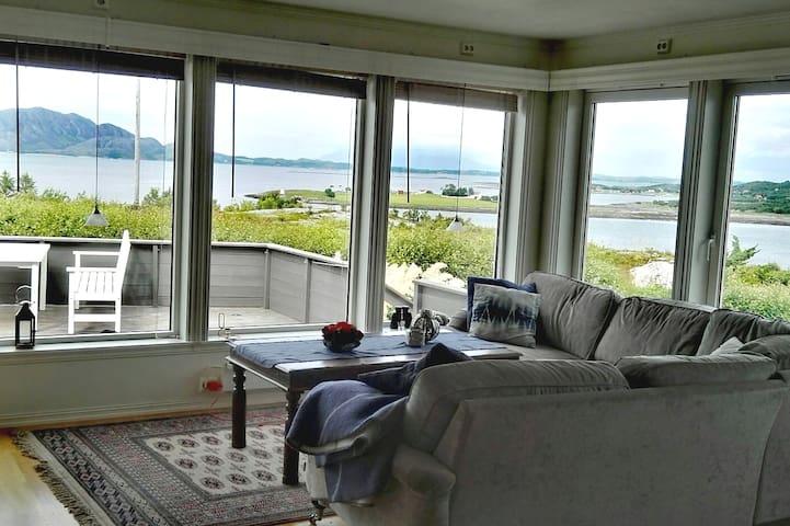 Praktfull bolig med panorama utsikt over Helgeland