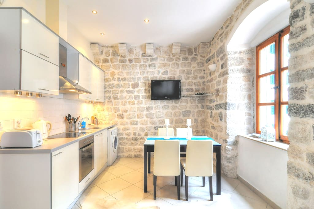 La Dolce Vita Apartment I - Old Town Kotor. Quiet, Cozy, Comfortable place for your vacation in Montenegro.