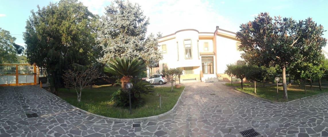 Villa Enza intero appartamento