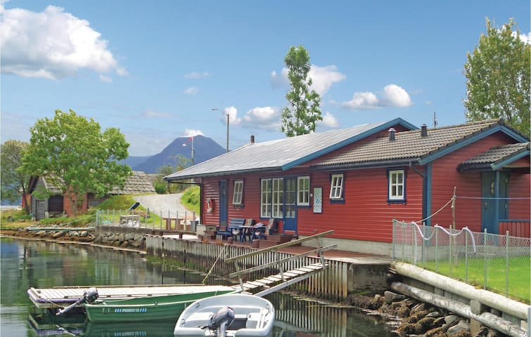 Holiday cottage with 3 bedrooms on 60 m² in Åkra