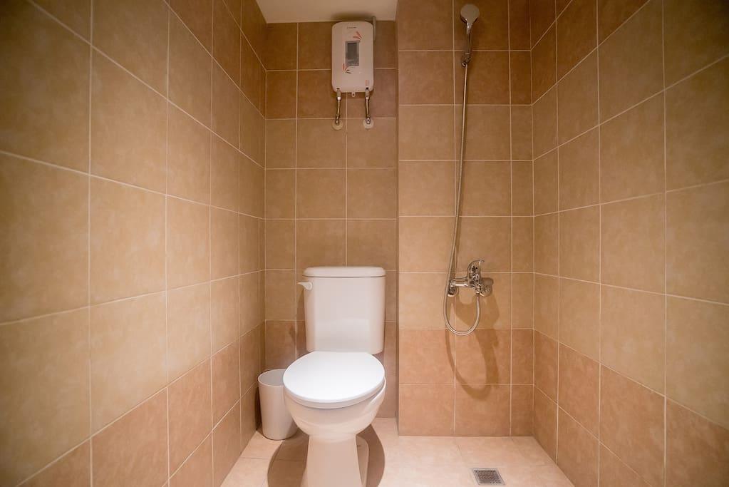 簡單乾淨的衛浴,洗滌你旅遊的疲憊,一覺好眠
