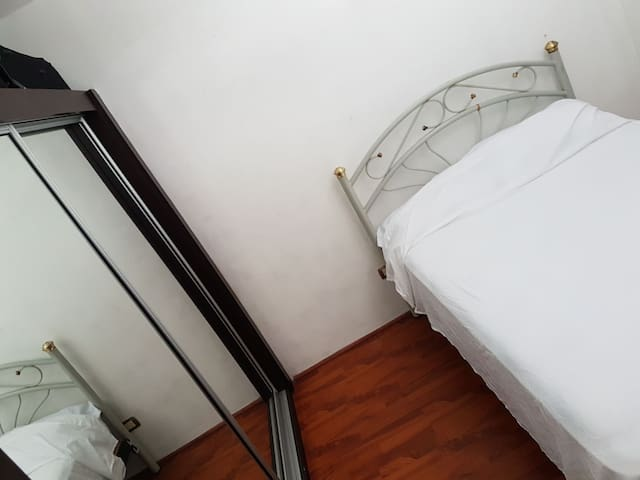 PRIVATE ROOM 25 MINUTES FROM BEACH