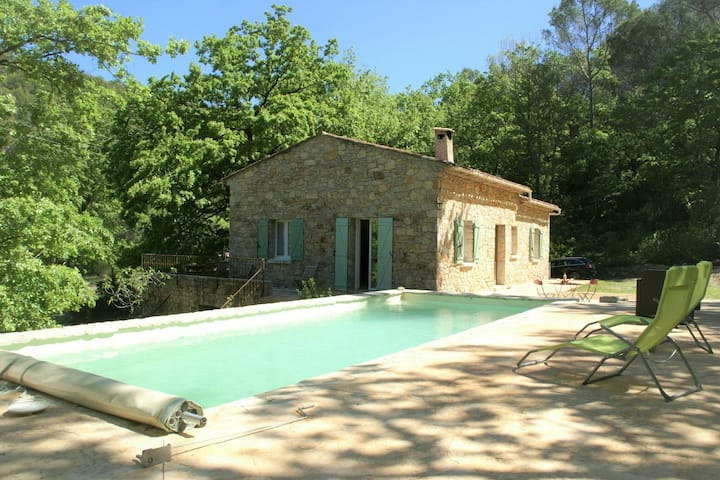 Romantic, holiday home in Flayosc with private swimming pool and in the forest!
