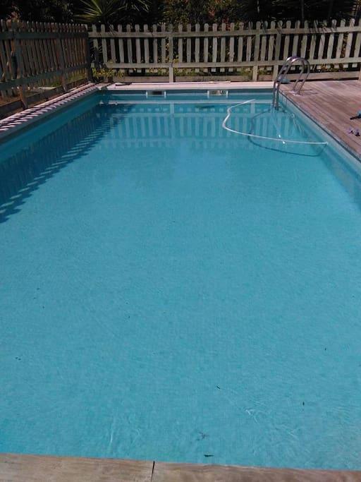 piscina para poder disfrutar del sol i de la agua para poder relajarse