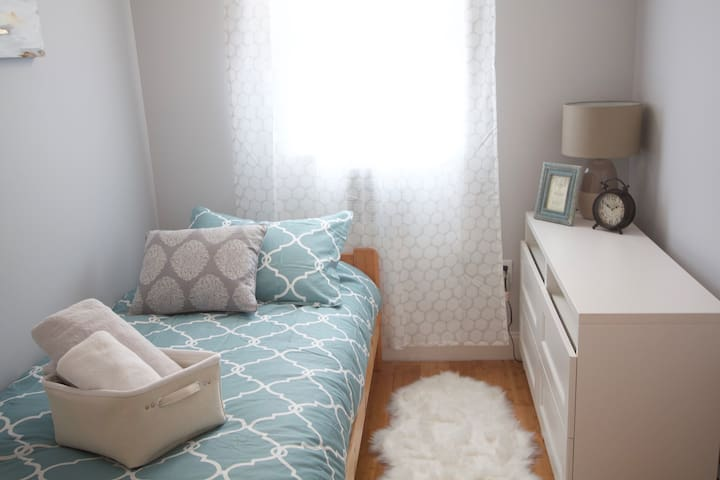 #4 Cozy And Bright Room, 30 Minutes to Manhattan