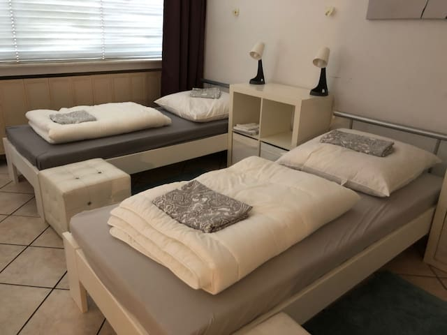 2 Beds , Great Appartement , Messe nah,