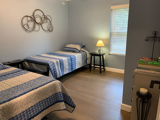 Twin to king trundle—set as (2) separate twin beds. Bedroom 2