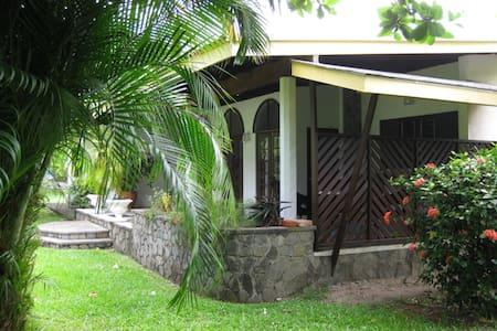 Patria Holdings Beach Houses - Kingstown - Huis