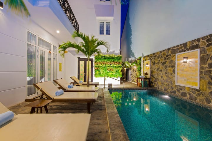 Golden Palm Villa - Double Room with City View