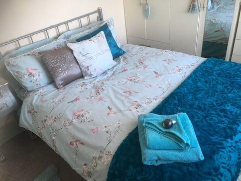 Cozy double room 10 mins - Airport/Racecourse/YWLP