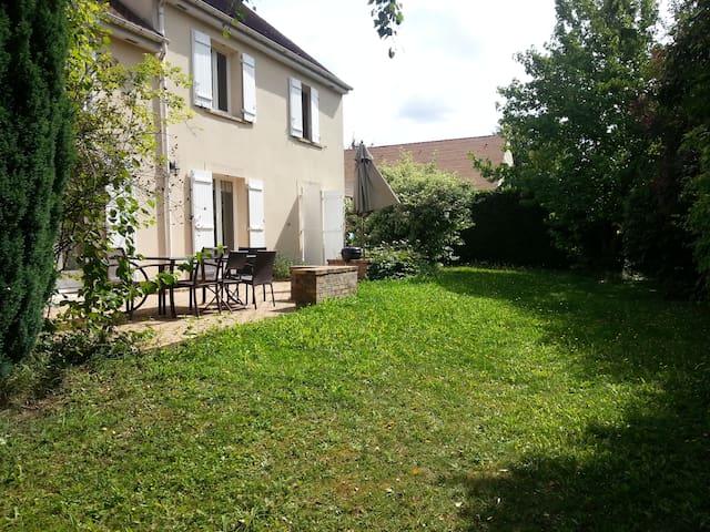 villa tout confort à 20km de Paris - Servon - Huvila