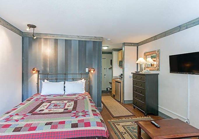 Mountainside Inn #116 (Hotel Room)