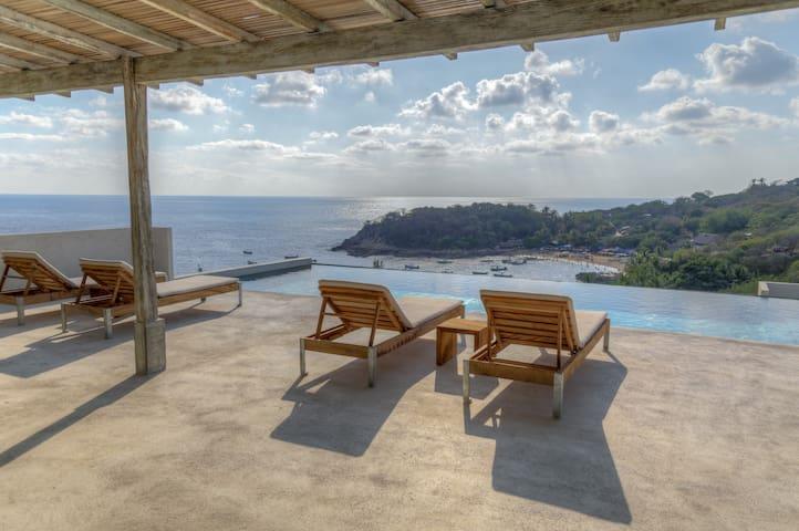 Casa Cascada Modern Industrial Oceanfront (3 Beds)