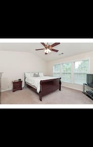 Comfortable family room - Roswell