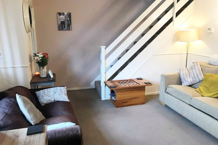 Near Cathedral   Cosy Home   Parking   Smart TV