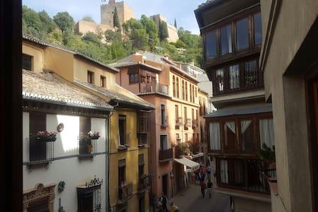 Precioso piso a dos pasos de la Alhambra - Granada