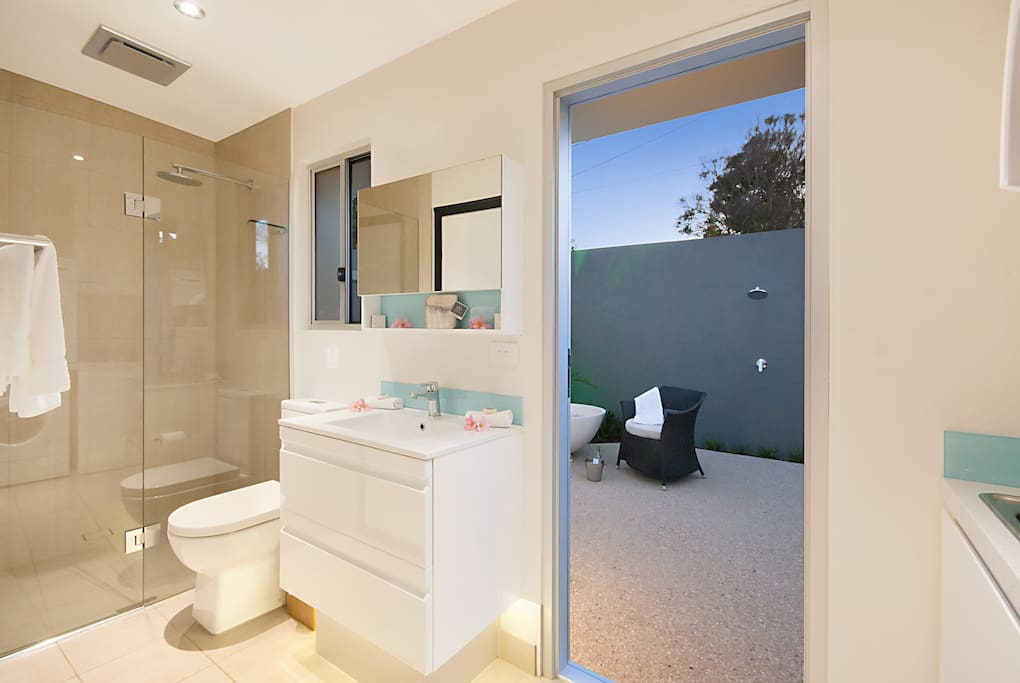 The indoor ensuite leading on to the out  door bathroom