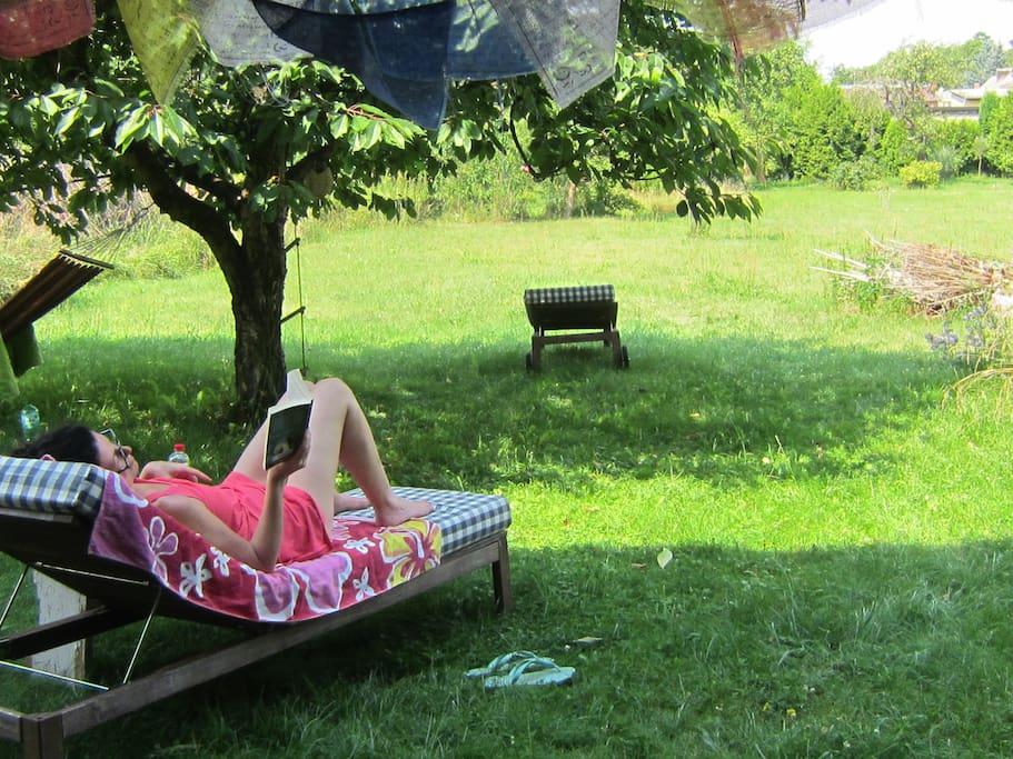 relaxen im Schatten der Kirschbäume